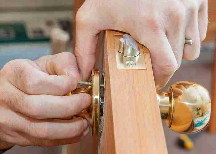 SuperMario24 Fabbro Pronto Intervento Casa costruisce serratura per porta blindata