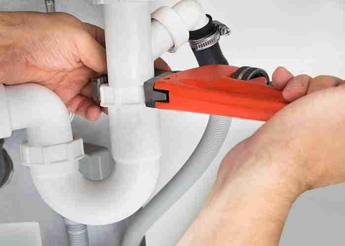 SuperMario24 Idraulico Pronto Intervento Casa stringe tubo del lavabo