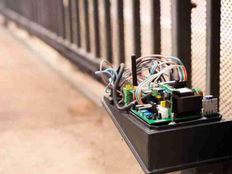 Sistemazione motore di cancelli elettrici