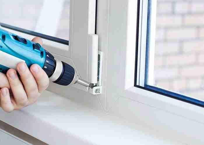 tecnico per riparazione finestre PVC Pioltello