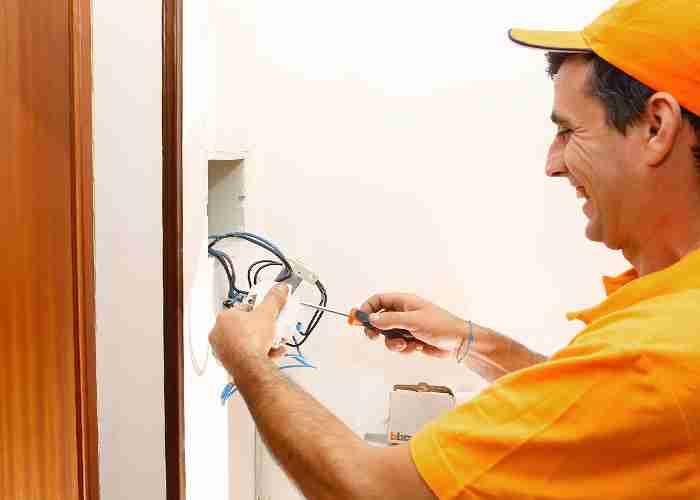 elettricista per riparazione videocitofono legnano