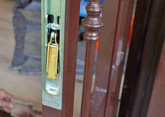cambio chiusure di sicurezza a Corsico
