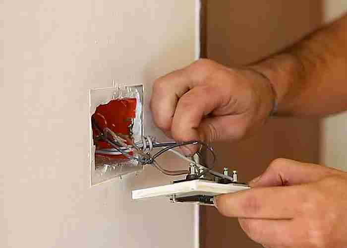 Elettricista esperto per installazione e manutenzione degli interruttori