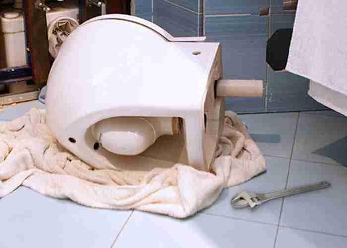 Riparazione urgente di wc con scarico otturato SuperMario24
