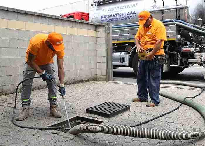 addetti per ostruzione e pulitura pozzetti san giuliano milanese