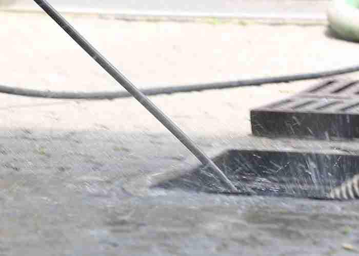 supermario24 effettua pulitura di tombini con Idrogetto a Rozzano