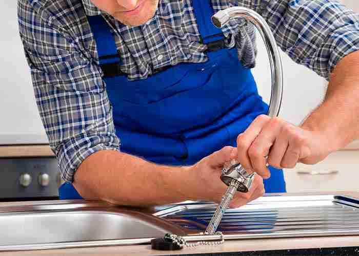 supermario24 installazione rubinetto cucina - Un idraulico a Cantù: chi chiamare?