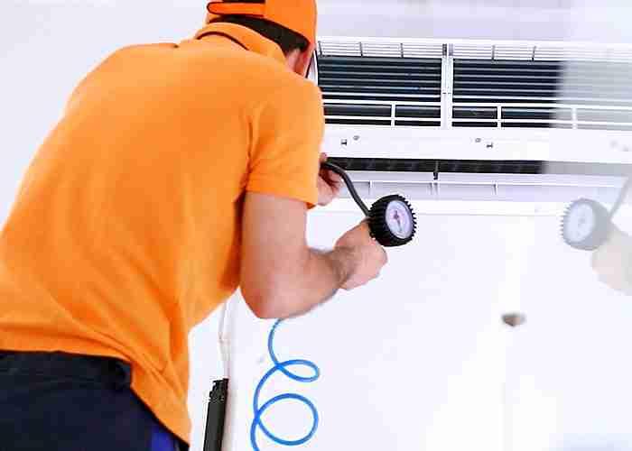 Tecnico per pulizia condizionatori a monza