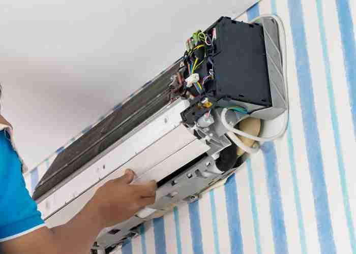 supermario24 smontaggio riparazione condizionatore fisso - I condizionatori di Cermenate e l'assistenza di SuperMario24