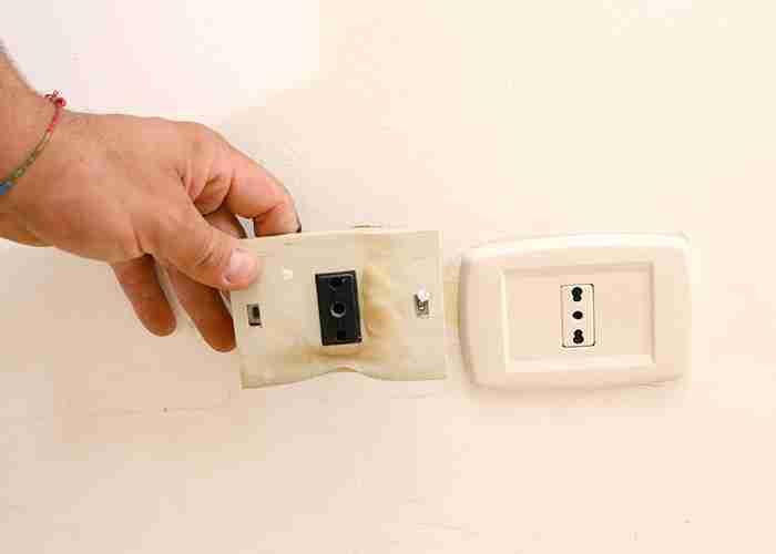 SuperMario24 sostituisce prese elettriche della casa.jpg