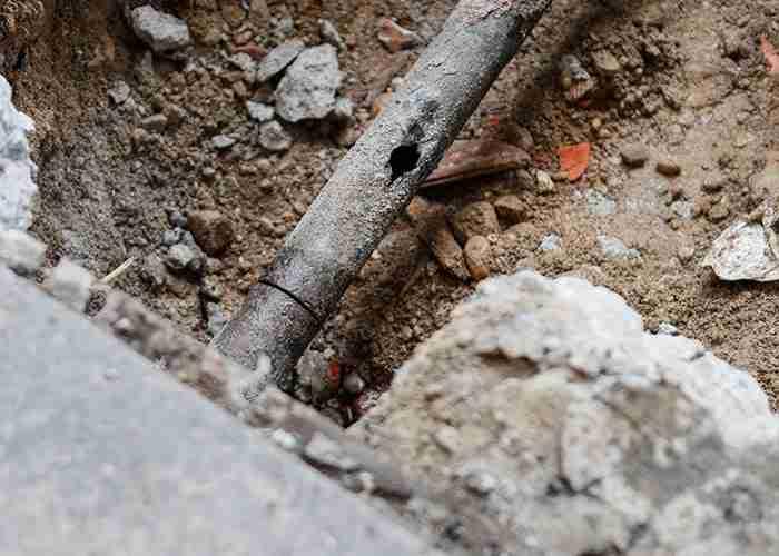 SuperMario24 effettua riparazioni di tubi rotti