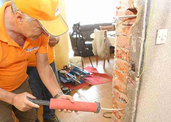Tecnici esperti nelle riparazioni e installazioni porte blindate