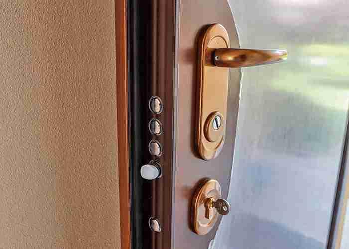 Esperti di montaggio porte e sostituzione serratura blindata