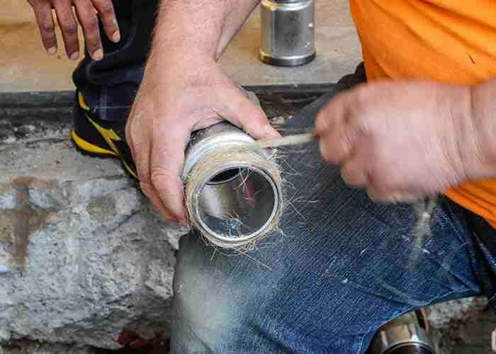 Esperto in riparazione perdite e sostituzione tubature