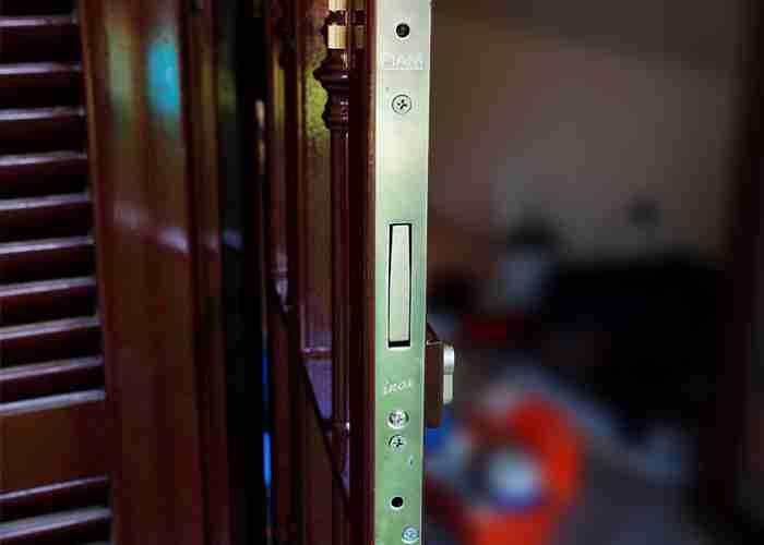 Fabbro per sbloccare la serratura di grate di sicurezza