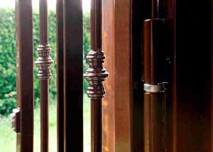 Interventi di riparazione su serrature di cancelli e serrande