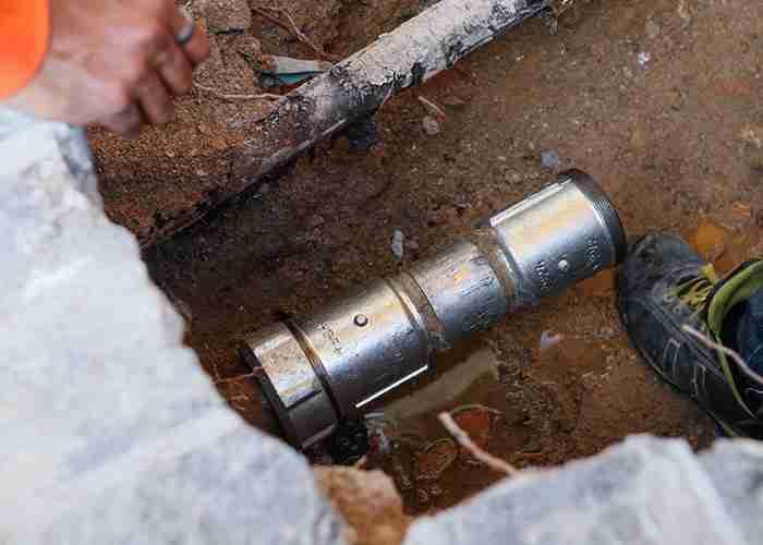 Tecnico esperto in riparazioni idrauliche