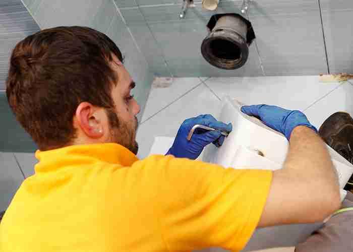 Idraulico per sostituzione e montaggio sanitari