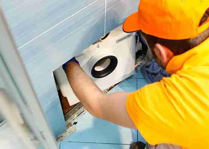 Tecnico per installazione e assistenza trituratore WC