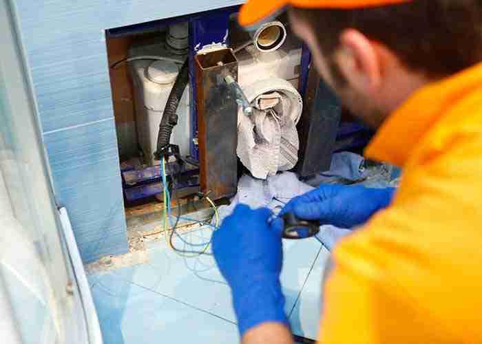 Tecnico per assistenza trituratore wc